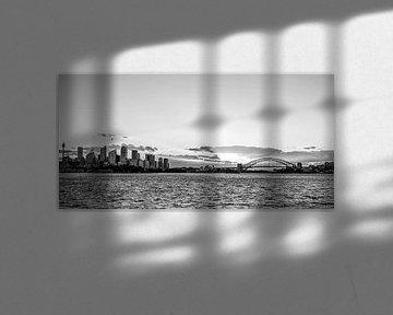 Le ciel de Sydney au coucher du soleil (en noir et blanc) sur Kaj Hendriks