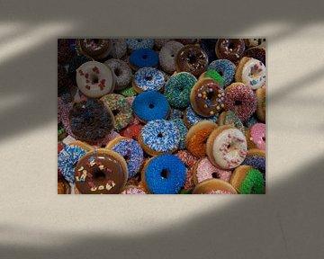 Donuts in allen Farben von P van Beek