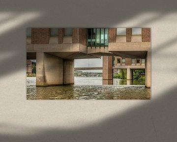 Doorkijkje onder het Provinciehuis in Maastricht van John Kreukniet