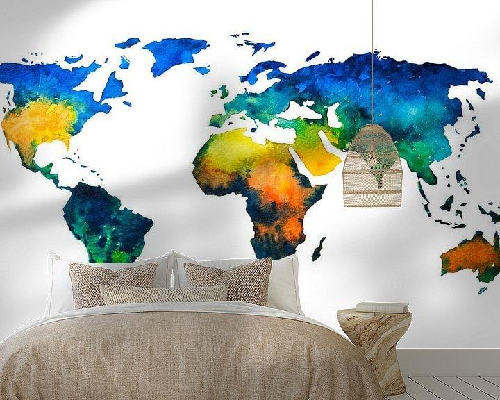 Sfeerimpressie behang: Kleurrijke Wereldkaart in Aquarel van Wereldkaarten.Shop