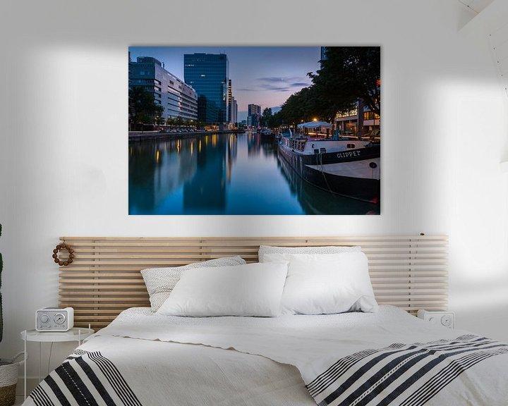 Sfeerimpressie: Scheepmakershaven Rotterdam in het blauwe uur van Ilya Korzelius