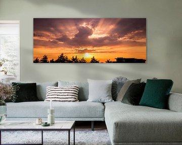 Panorama van een prachtige zonsopkomst op Goeree Overflakkee