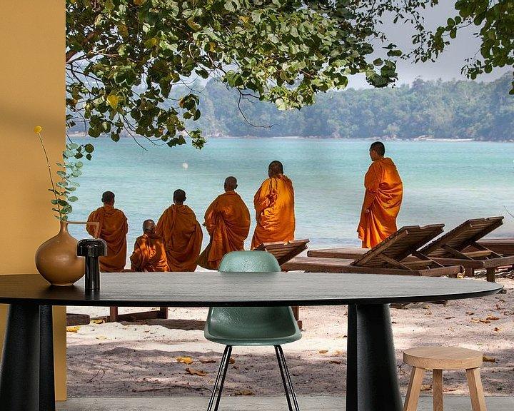 Beispiel fototapete: Mönche am Strand von Levent Weber
