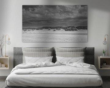 Amelander strand in zwart-wit van Harry Kors