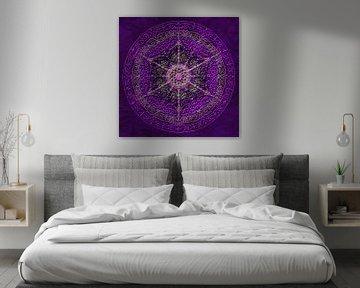 Mandala, violet avec des lignes en relief sur Rietje Bulthuis