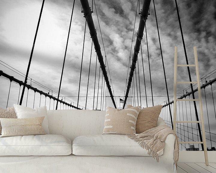 Sfeerimpressie behang: NYC Brooklyn Bridge   Monochroom van Melanie Viola