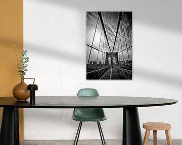 NYC Brooklyn Bridge | Monochrom von Melanie Viola