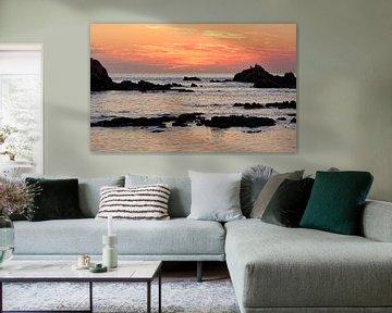 Sunset at Cobo Bay van Gisela Scheffbuch