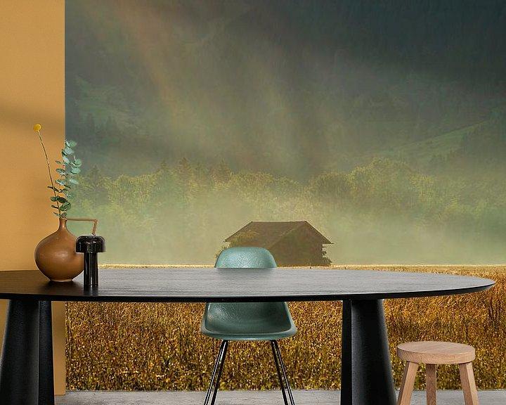Sfeerimpressie behang: Schuurtje in ochtendlicht van Ben van Sambeek