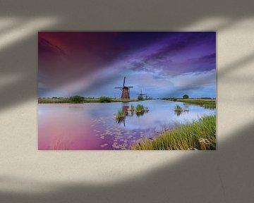 sfeervolle Hollandse wolkenlucht bij de molens van Kinderdijk van gaps photography