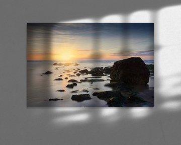 zonsondergang achter een golfbreker in de Noordzee sur gaps photography