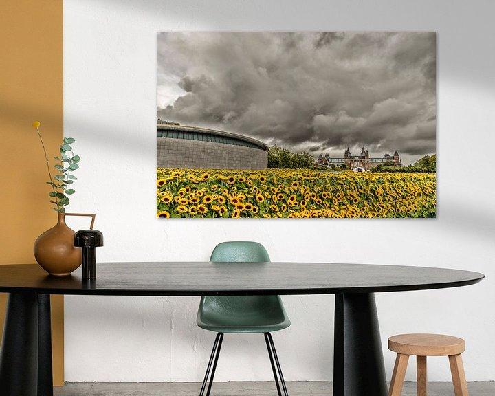 Sfeerimpressie: Zonnebloemen en het Rijksmuseum in Amsterdam van Don Fonzarelli