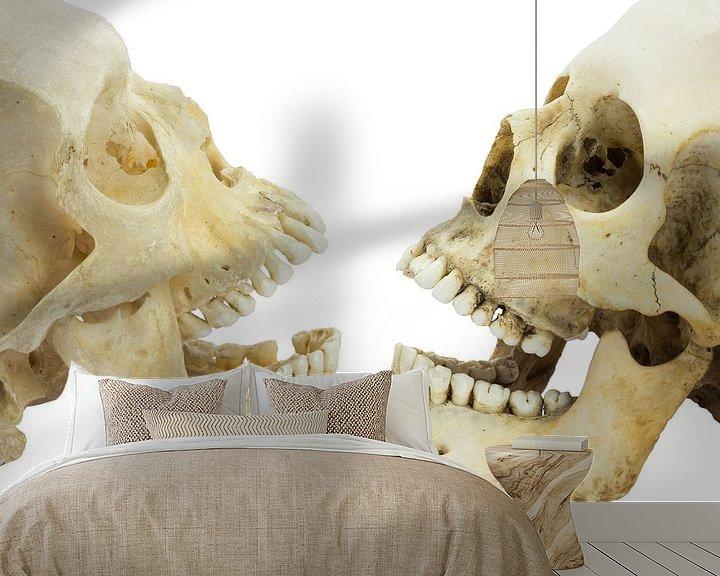 Impression: Two human skulls opposite of each other sur Ben Schonewille