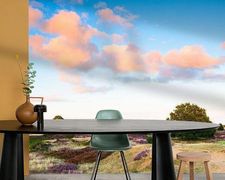 Sfeerimpressie behang: Heideveld met wolkenlucht van Mark Scheper
