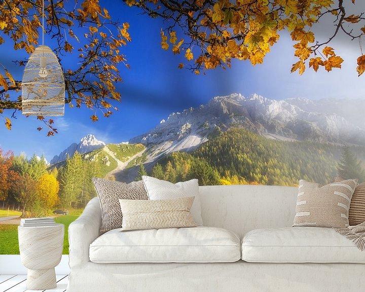 Sfeerimpressie behang: Herfstvol kleuren in de bergen van Coen Weesjes