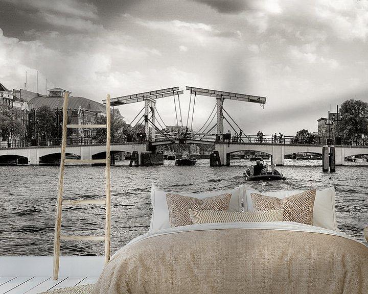 """Sfeerimpressie behang: """"Een brug, dan kun je heen en terug.. """" ( De Magere Brug in Amsterdam )  van Hans Brinkel"""