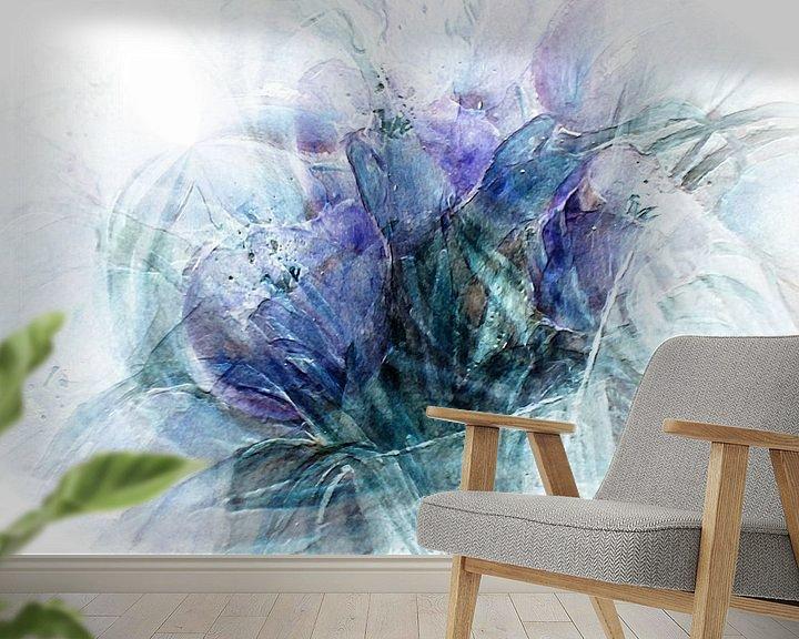 Sfeerimpressie behang: tulpen abstract, van Christine Nöhmeier