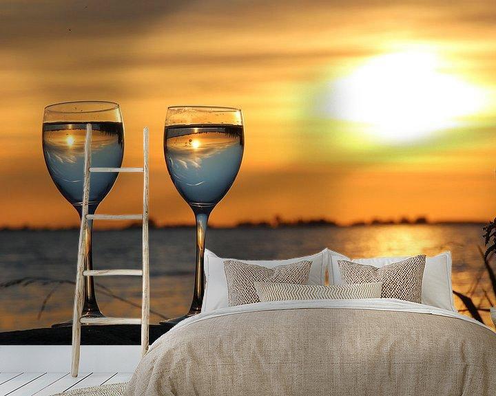 Sfeerimpressie behang: Zonsondergang  in het glas. De Fluessen Elahuizen. van Fotografie Sybrandy