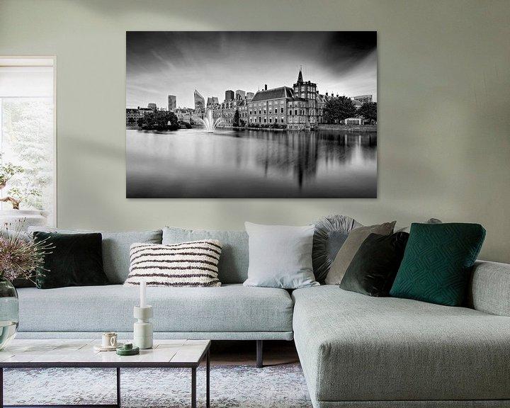 Sfeerimpressie: zwart-wit opname van de regeringsgebouwen aan de Hofvijver in Den Haag van gaps photography