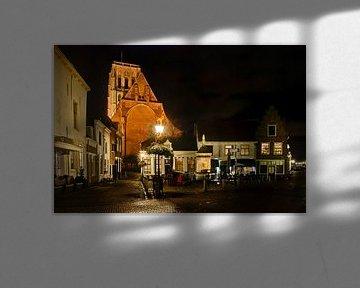 Brielle bij nacht met Sint-Catharijnekerk van Maarten de Waard
