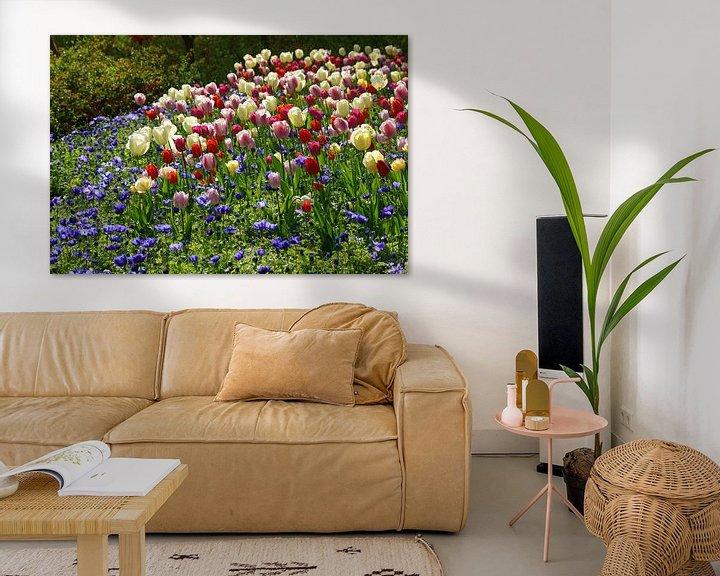 Sfeerimpressie: Tuin met tulpen van Peet Romijn