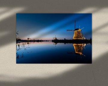 Bas au bord de l'eau ... (Coucher de soleil à Kinderdijk) sur Hans Brinkel