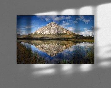 Dillon Mountian in een reflectie in het meer