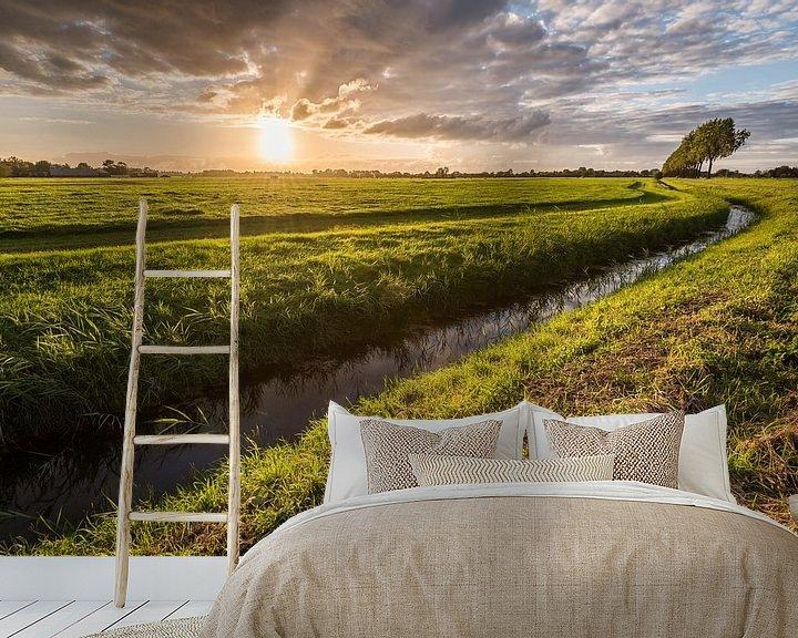 Sfeerimpressie behang: Spetterende zonsondergang van John Verbruggen