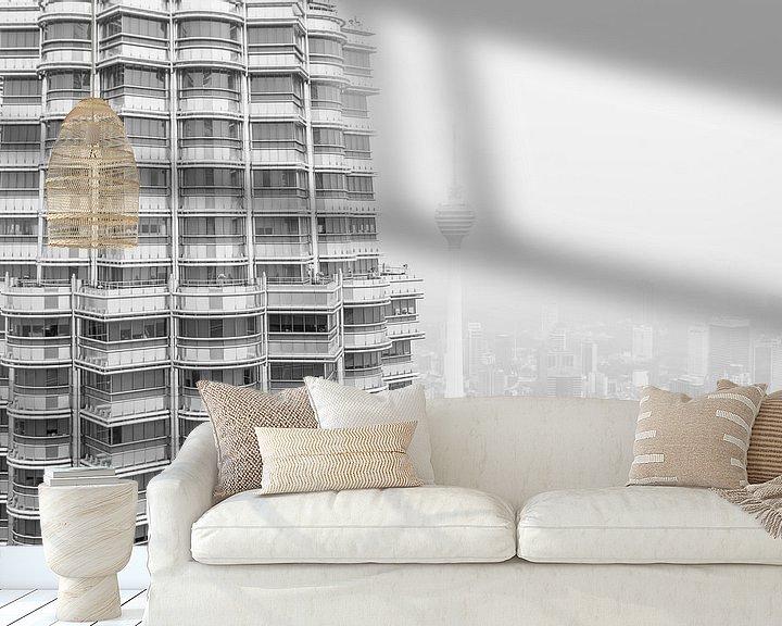 Sfeerimpressie behang: Petronas Twin Towers & KL Tower van Capture the Light