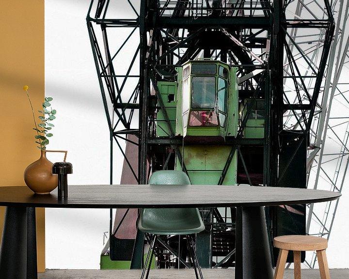 Sfeerimpressie behang: Hijskraan in haven van Alice Sies