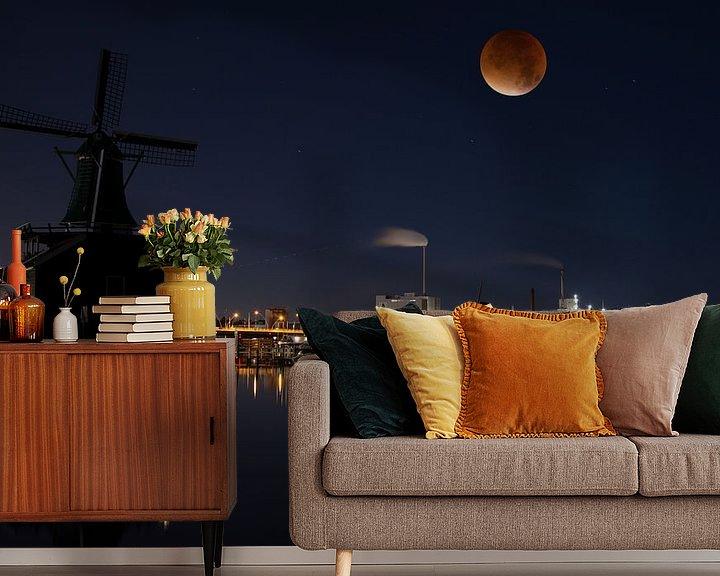 Beispiel fototapete: Blood moon over the river Zaan in Holland von Roelof Foppen