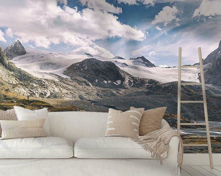 Sfeerimpressie behang: Small people, big mountains van Lumi Toma