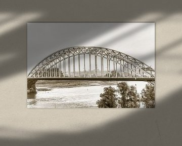 Waalbrug bij Nijmegen (in sepia) van Fotografie Jeronimo