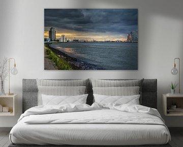 Rotterdam de Maas richting noordzee van Eisseec Design