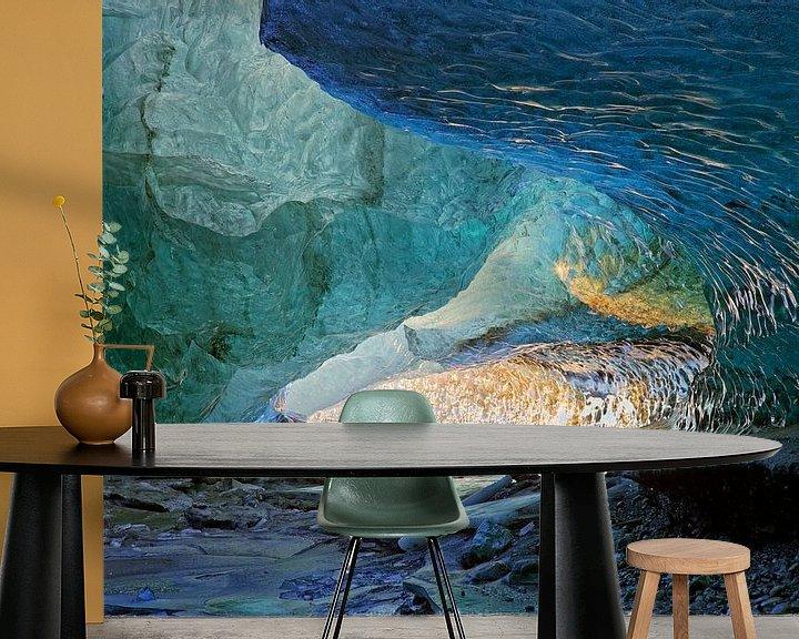Sfeerimpressie behang: In een ijsgrot van een gletsjer van Anton de Zeeuw