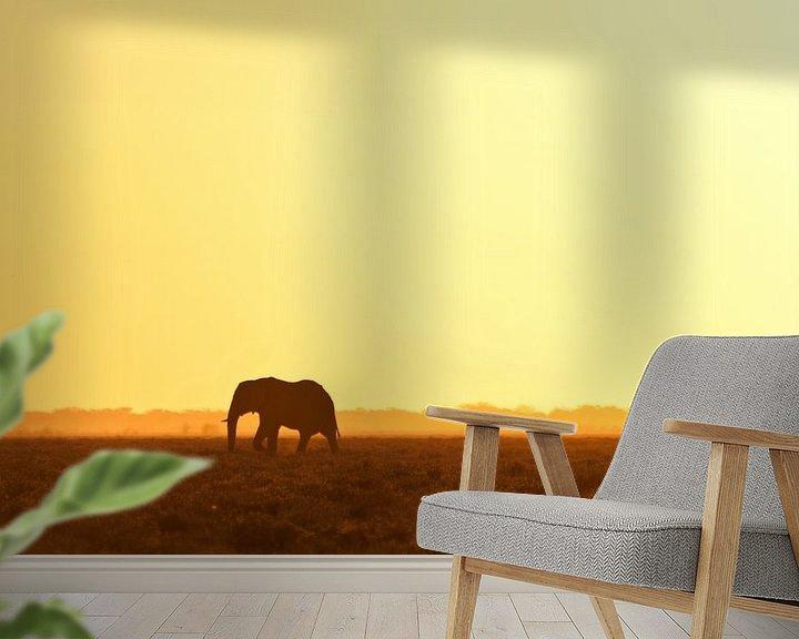 Sfeerimpressie behang: Elephant looking for water van Damien Franscoise