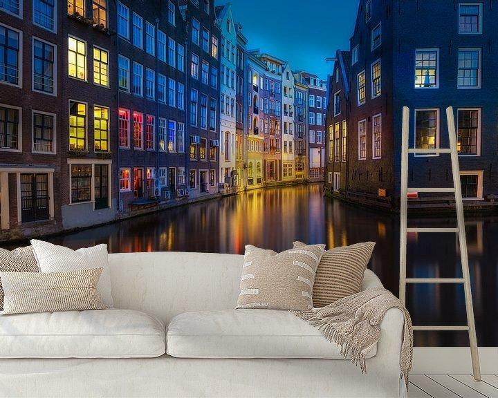 Sfeerimpressie behang: Amsterdam Red Light District van Albert Dros