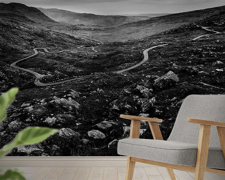 Sfeerimpressie behang: Healy Pass, Ierland van Hans Koster