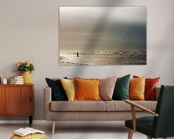 Stormachtige Noordzee strand van Jan Brons