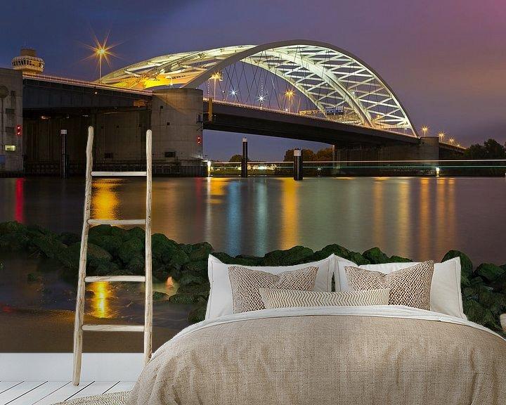 Sfeerimpressie behang: Nachtfoto van Brienenoordbrug van Anton de Zeeuw