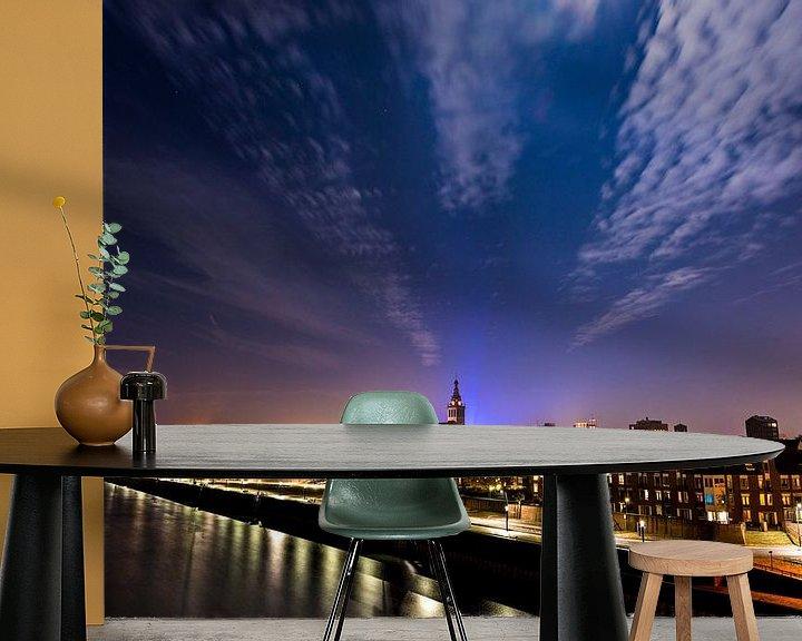 Sfeerimpressie behang: Nijmegen bij volle maan van Maerten Prins
