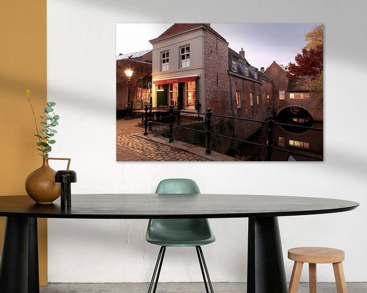 Sfeerimpressie: Uilenburg met Binnendieze van Den Bosch - 's-Hertogenbosch   van Jasper van de Gein Photography