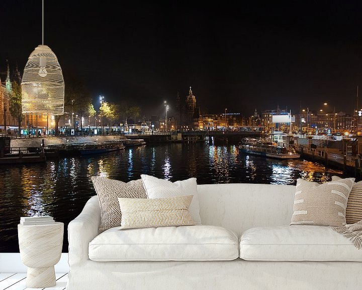Sfeerimpressie behang: Amsterdam In De Nacht van Brian Morgan