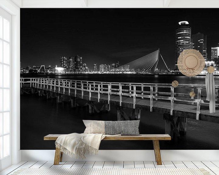 Sfeerimpressie behang: Rotterdam Skyline  zwart wit van Steven Dijkshoorn