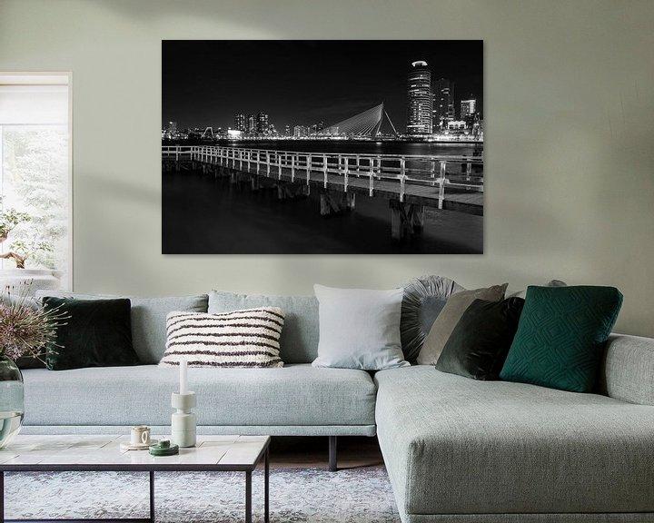 Sfeerimpressie: Rotterdam Skyline  zwart wit van Steven Dijkshoorn