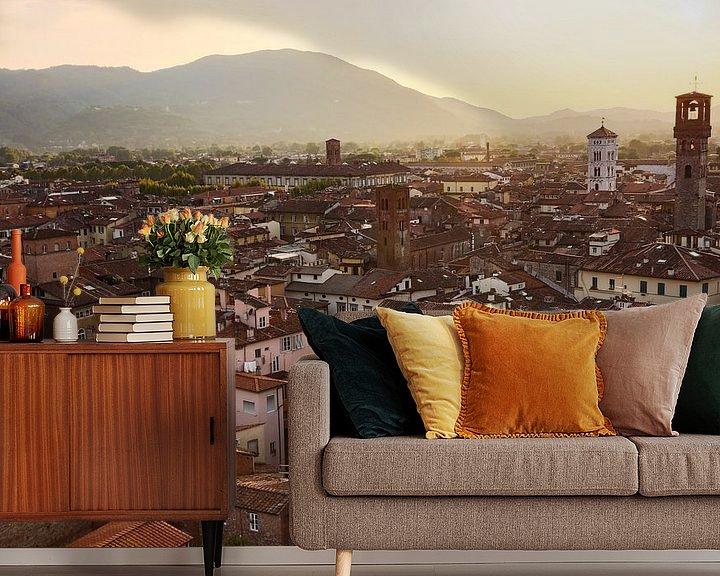 Sfeerimpressie behang: Uitzicht over Lucca in Toscane van Steven Dijkshoorn