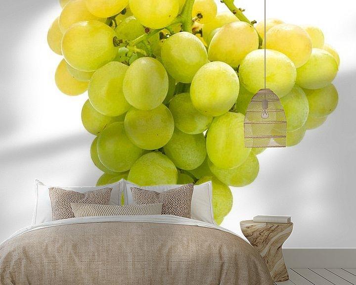Sfeerimpressie behang: white grapes van Liesbeth Govers voor omdewest.com