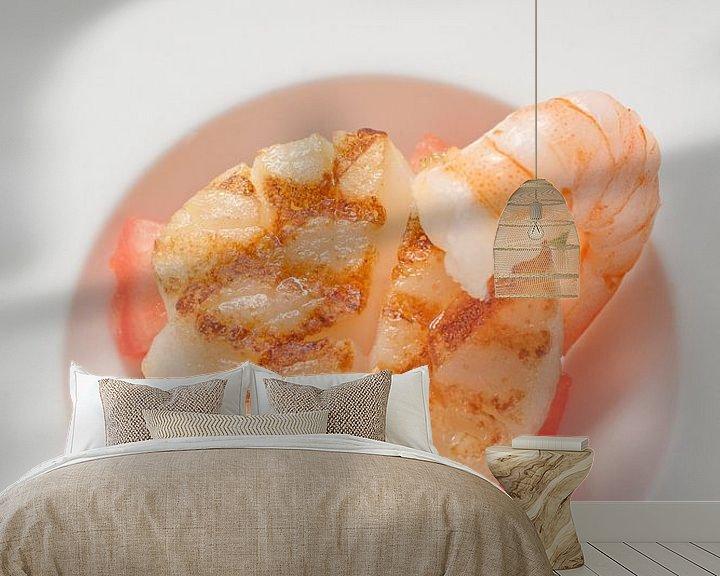 Sfeerimpressie behang: Gegrilde coquile met gamba van Henny Brouwers