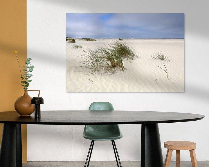 Sfeerimpressie: Zandgolven op het Noordzeestrand Juist van Ursula Reins