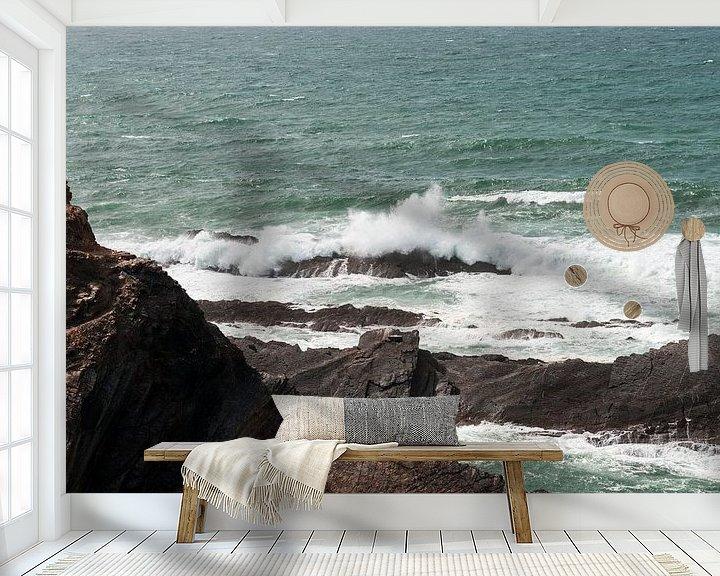 Sfeerimpressie behang: rotsen en wilde zee westkust portugal van ChrisWillemsen